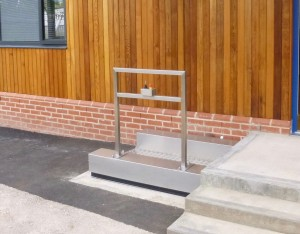 EXTERNAL STEP LIFT